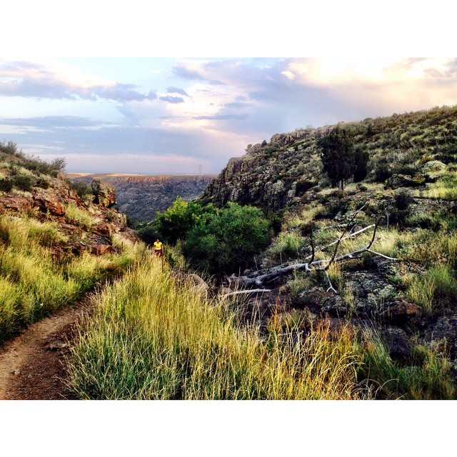 6 miles, 1000 feet of upness, and two friends = One fun night on the trails!